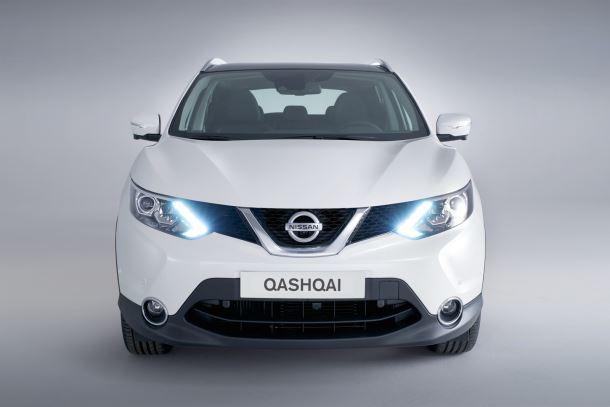 Фото: Вид спереди на Nissan Qashqai белого цвета