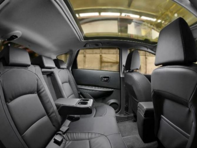 Фото: Задний ряд сидений Nissan Qashqai, отделка кожей