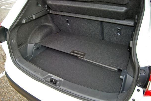Фото: Багажник с поднятыми задними сидениями Nissan Qashqai