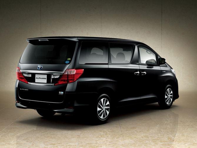 Фото: Toyota Alphard - вид сзади