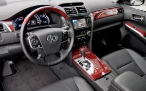 Фото: Toyota Camry 2013 - салон, передняя панель