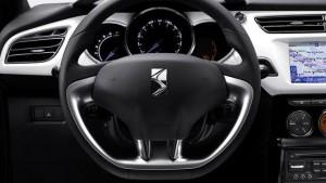 Фото: Citroen DS3 - руль и показания приборов