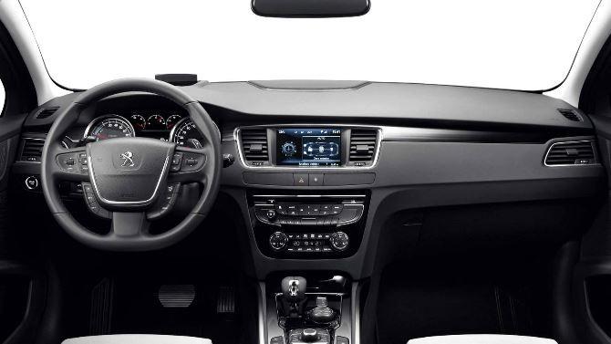Фото: Салон и передняя панель Peugeot 508