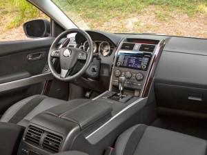 Фото: Место водителя и передняя панель Mazda CX 9