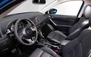 Фото: Передняя панель и водительское место Мазда CX-5