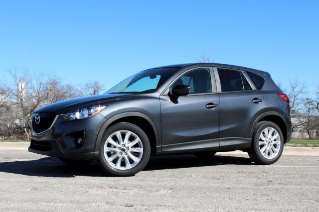 Фото: Mazda CX-5 2014 модельного года, серого цвета