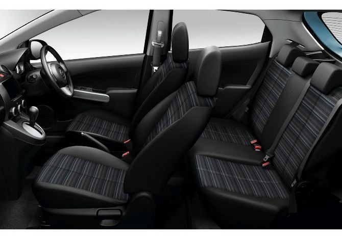 Фото: Mazda 2 - общий вид салона