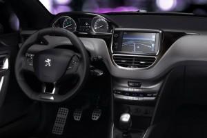 Фото: Peugeot 208 - интерьер салона, передняя панель