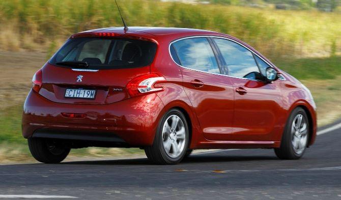 Фото: Новый Peugeot 208 хэтчбек