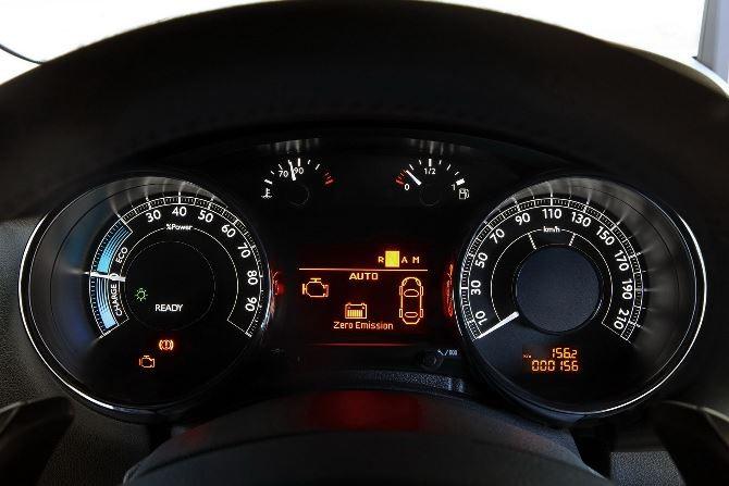 Фото: Peugeot 3008 hybrid4