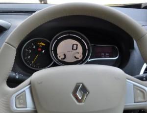 Фото: Renault Fluence - приборная панель