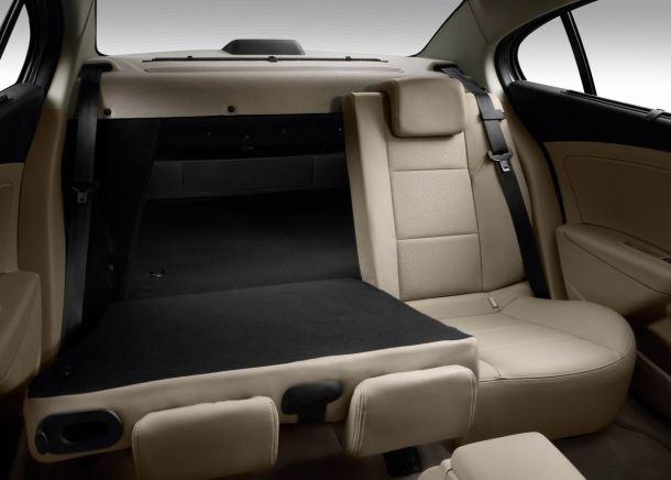 Фото: Складывающиеся задние сидения Renault Latitude