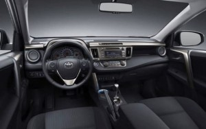 Фото: Toyota Rav 4 - салон и передняя панель
