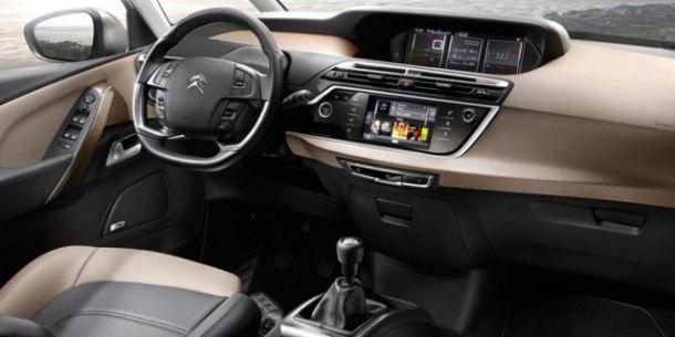 Фото: Водительское место и передня панель Citroen C4 Picasso