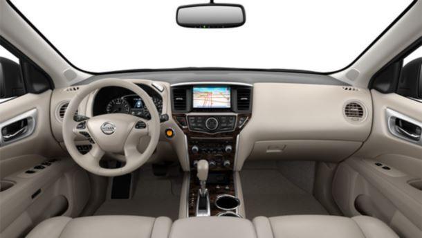 Фото: Nissan Pathfinder 2014. Салон в светлых тонах