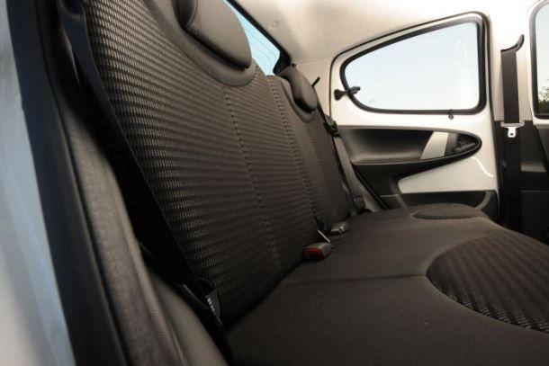 Фото: Задний ряд сидений Peugeot 107