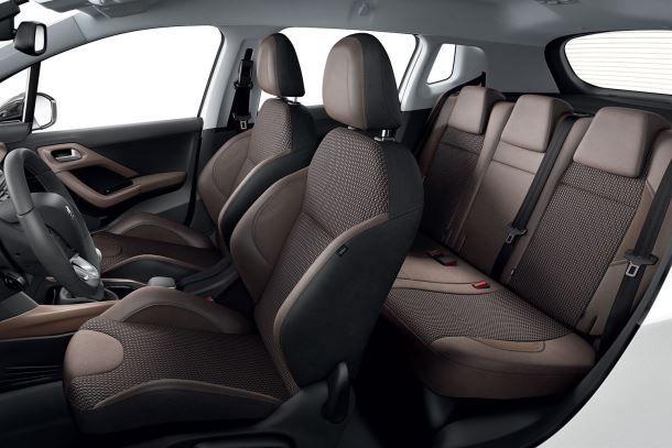 Фото: Общий вид на салон Peugeot 2008