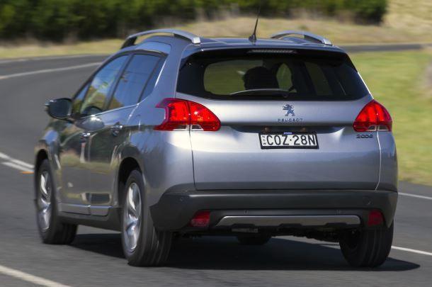Фото: Вид сзади на Peugeot 2008