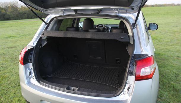 Фото: Объём багажного отделения Peugeot 4008 - 415 литров