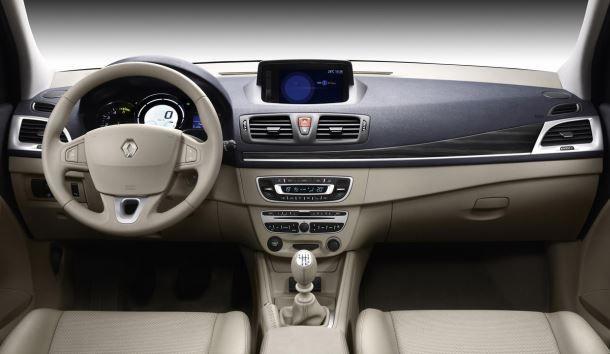 Фото: Салон Renault Megane 3 бежевого цвета