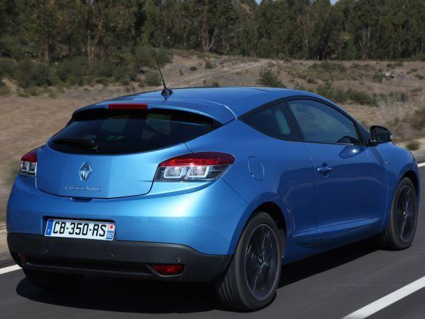 Фото: Трёхдверный хэтчбек Renault Megane 3, синего цвета