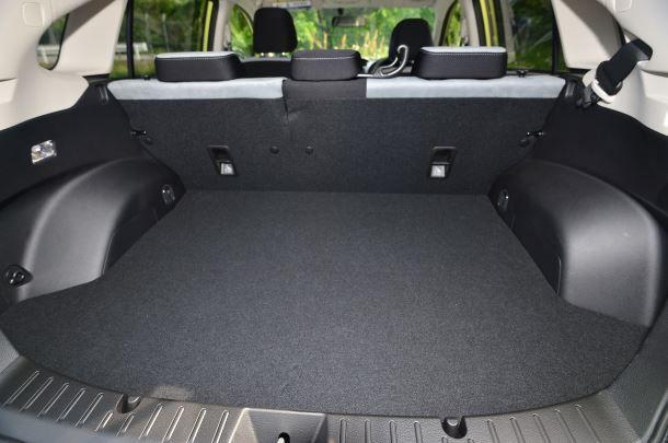 Фото: Небольшой багажник Subaru XV объёмом 310 литров