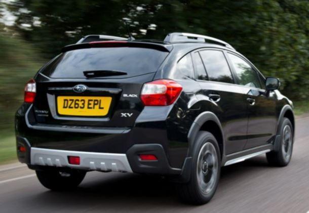 Фото: Вид сзади на Subaru XV чёрного цвета