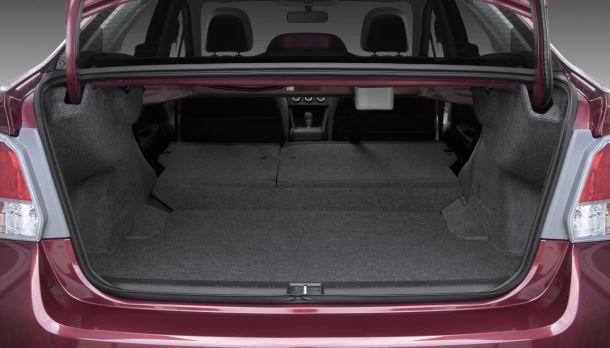Фото: Со сложенными задними сиденьями в багажнике получается довольно много места