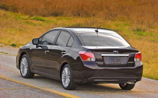 Фото: Вид сзади на седан Subaru Impreza
