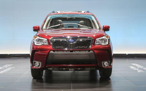 Фото: Мощный, спортивный внешний вид Subaru Forester красного цвета