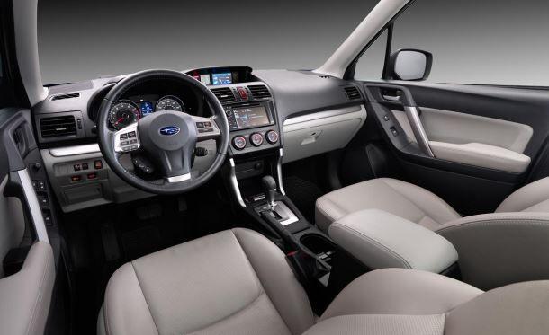 Фото: Передняя панель в салоне Subaru Forester