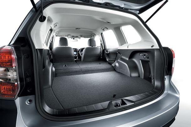 Фото: Багажник Subaru Forester со сложенными задними сидениями