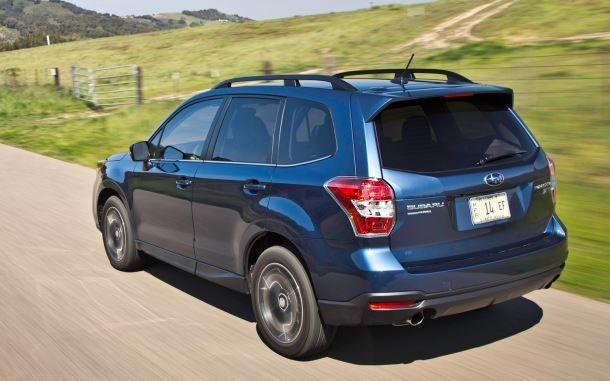 Фото: Вид сзади на Subaru Forester
