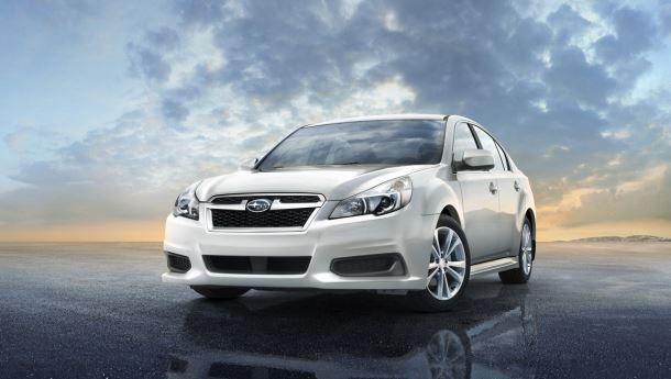 Фото: Вид спереди на Subaru Legacy серебристого цвета