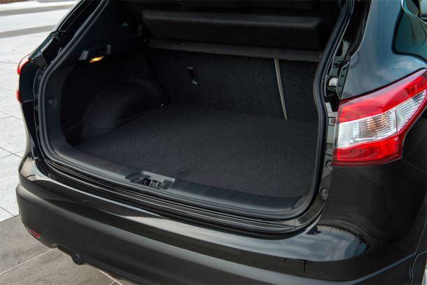 Фото: Багажник Nissan Qashqai 2 2014 чёрного цвета
