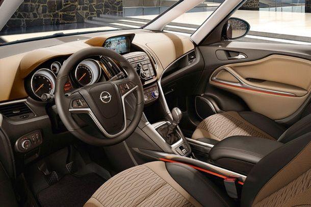 Фото: Передняя часть салона новой Opel Zafira Tourer кремового цвета