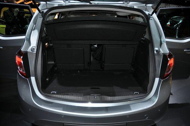 Фото: Багажник Opel Meriva 2014: размер варьируется от 400 до 1500 литров
