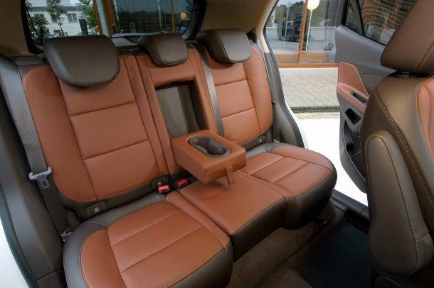 Фото: Комфортный задний ряд сидений