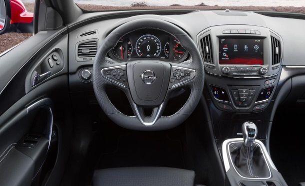 Фото: Место водителя Opel Insignia 2014