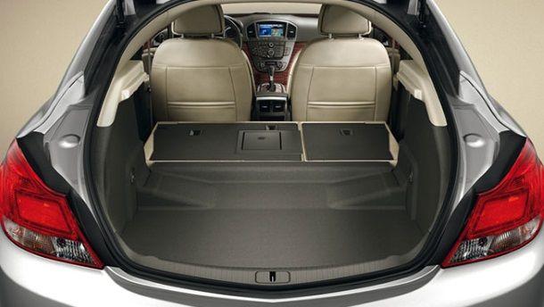 Фото: Багажное отделение машины в кузове hatchback