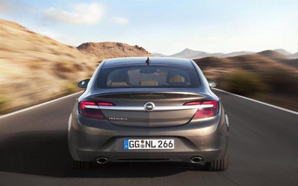 Фото: Вид сзади на Opel Insignia седан