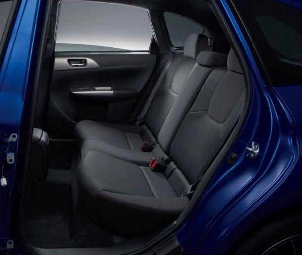 Фото: Ряд задних сидений Субару WRX STI 2014