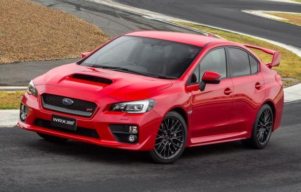 Фото: Subaru WRX STI красного цвета на трассе