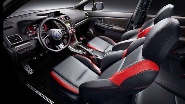 Фото: Сочетание простоты салона и отличных спортивных кресел Subaru WRX