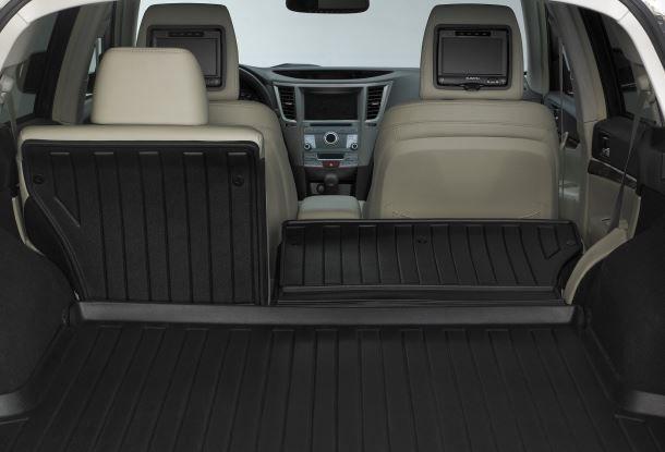 Фото: Багажник Subaru Outback с частично сложенными спинками задних сидений
