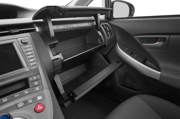 Фото: Интересная конструкция ящичков Toyota Prius 2014