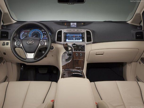 Фото: Салон обновлённой Toyota Venza бежевого цвета