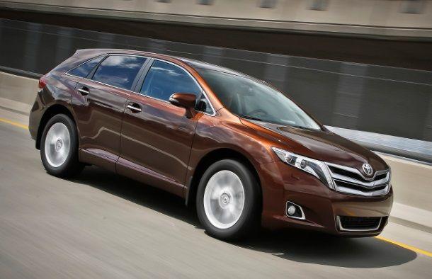 Фото: Кроссовер Toyota Venza коричневого цвета