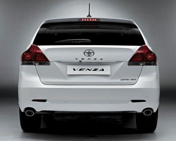 Фото: Вид сзади на Toyota Venza 2013