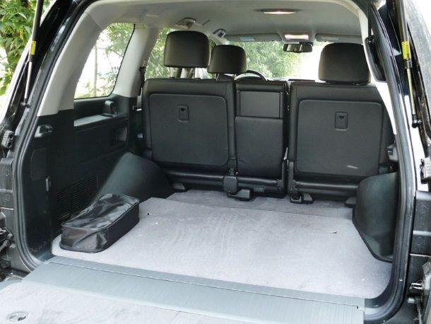 Фото: Двухстворчатая дверь багажника ЛК 200